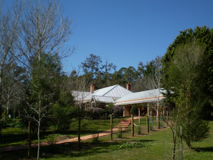 Redgum Hill - path to summerhouse-