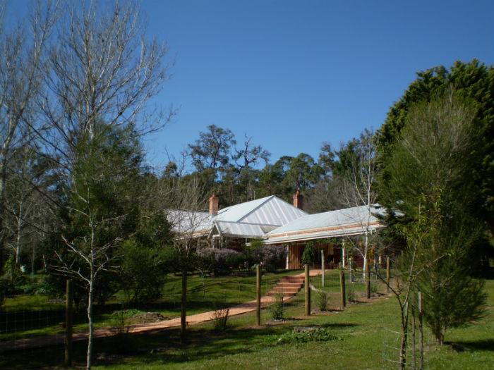 Redgum Hill - path to summerhouse-